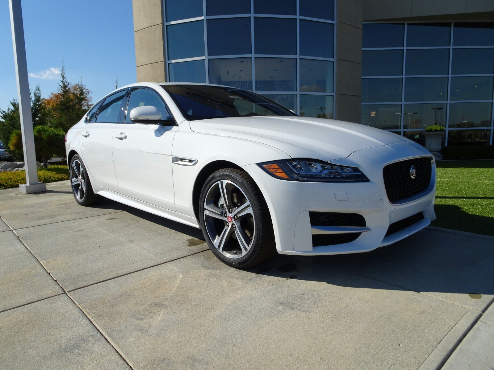 new 2018 jaguar xf 25t r sport 4 door sedan in cincinnati 180120 jaguar cincinnati. Black Bedroom Furniture Sets. Home Design Ideas